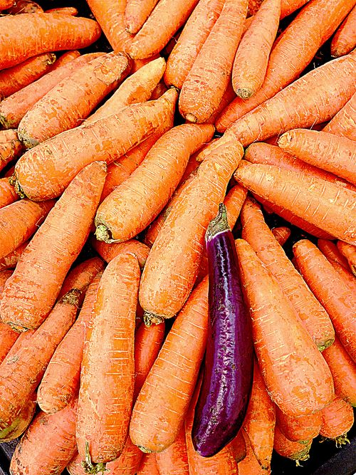 Jumbo-Carrots-Asian-Market